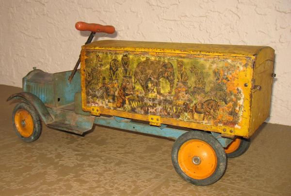 blue keystone circus truck with circus truck animals, 1920's keystone toy trucks for sale,  keystone orange circus truck wheels for sale, electric version keystone circus truck